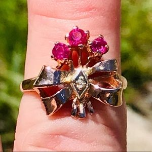ANTIQUE RUBIES AND DIAMOND 14 KT ROSE GOLD RING